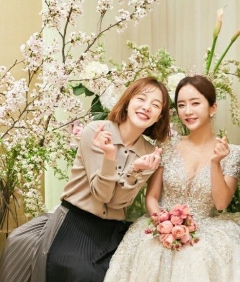 차현우♥ 황보라, 절친언니 이잎새 결혼식에서 울컥 행복하게 살아, 내가 왜 눈물이 [★SHOT!]