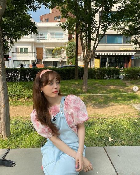 허영지, 분홍색 머리띠 완벽 소화..복고풍 귀여움 뿜뿜 [★SHOT!]