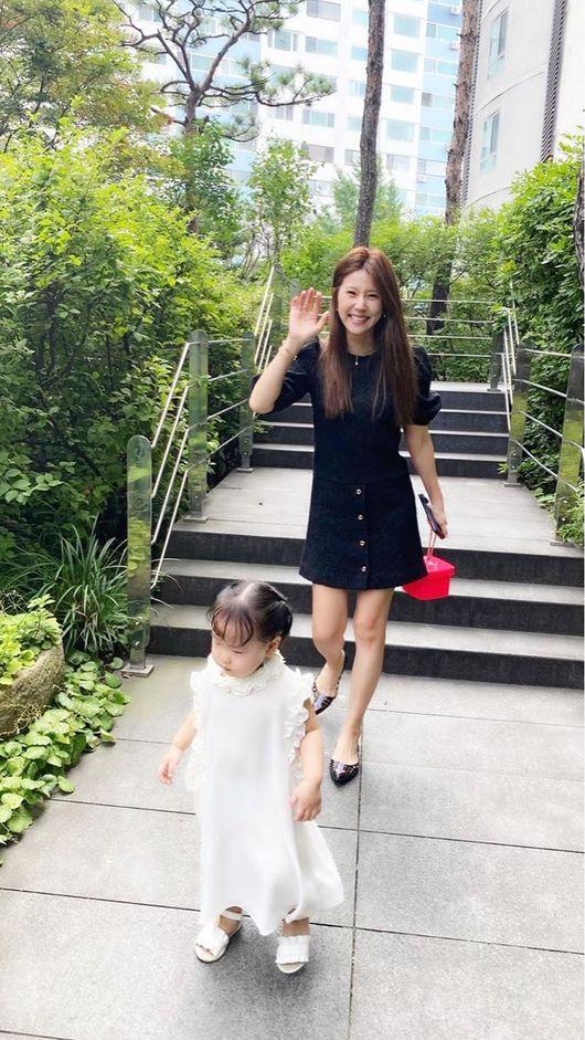 """이윤미 셋째 딸 엘리, 엄마 블라우스→원피스로 입고 산책 """"심지어 라지사이즈""""[Oh!마이 baby]"""
