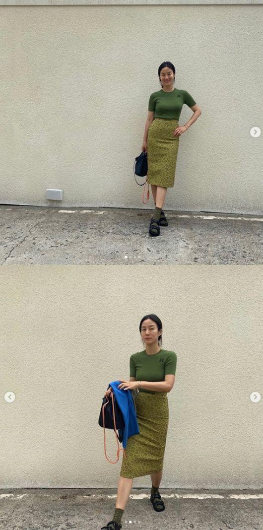이휘재♥ 문정원, 샌들에 양말 신고 패피 도전..모델해도 되겠네[★SHOT!]