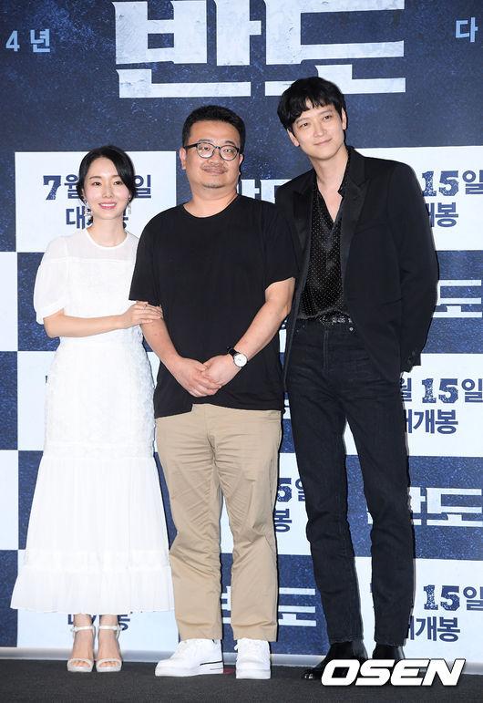[사진]강동원-이정현,연상호 감독과 함께 포즈