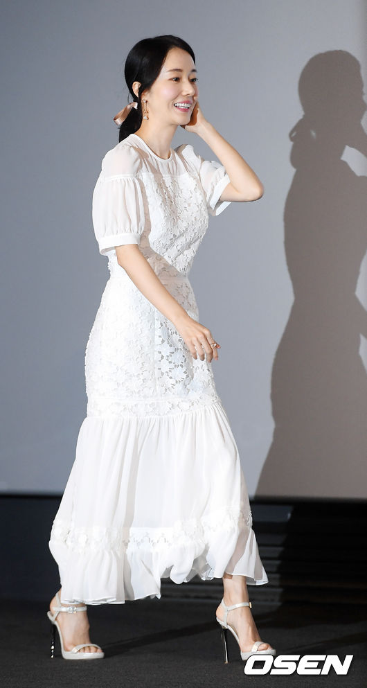 [사진]이정현,사랑스럽게 머리카락을 넘기며 입장