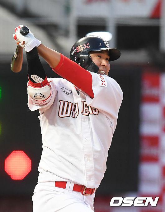 [OSEN=인천,박준형 기자]3회말 2사 1루 SK 한동민이 2점 홈런을 날리고 있다. 이 홈런은 한동민의 개인통산 100홈런.. /    soul1014@osen.co.kr