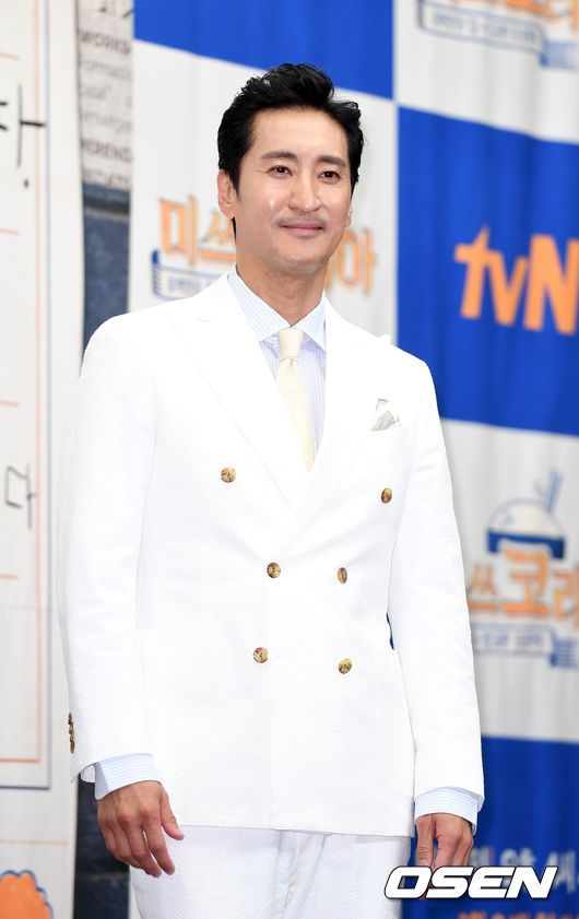 [OSEN=이대선 기자] 19일 오후 서울 마포구 스탠포드호텔에서 tvN '미쓰 코리아' 제작발표회가 열렸다.배우 신현준이 포토타임을 갖고 있다./sunday@osen.co.kr