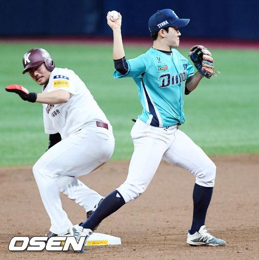 [사진]박민우,병살로 처리한다