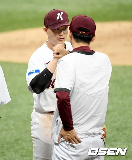 [사진]손혁 감독,전병우의 멋진 쐐기 3점 홈런