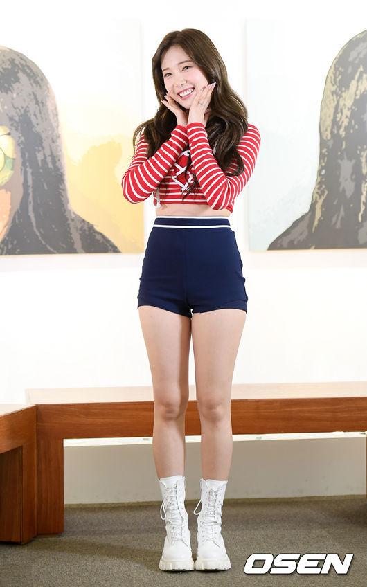 [사진]에이프릴 윤채경, 장마에 부츠 패션