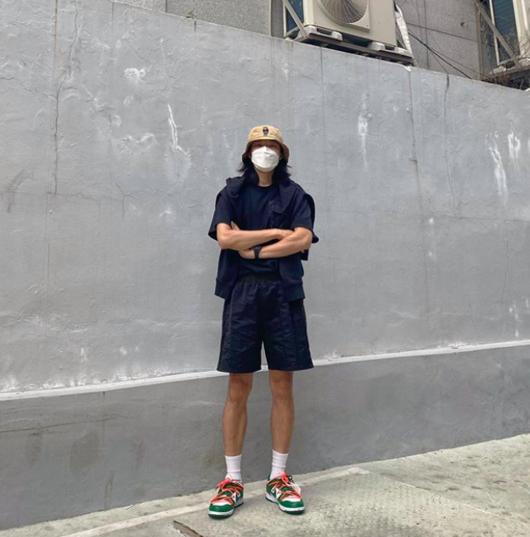 류준열, 곰돌이 그려진 벙거지 모자 쓰고...훈훈한 남친짤 완성[★SHOT!]