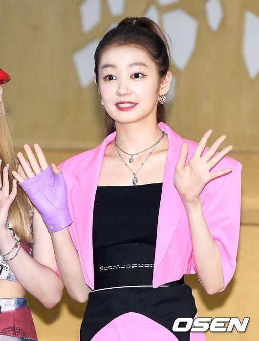 [사진]시크릿넘버(SECRET NUMBER) 레아,분홍빛 인사