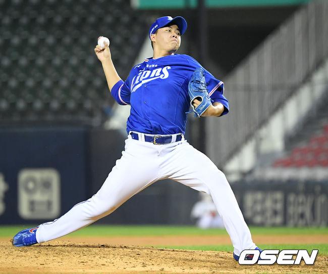 [사진]김윤수, 힘차게 던진다
