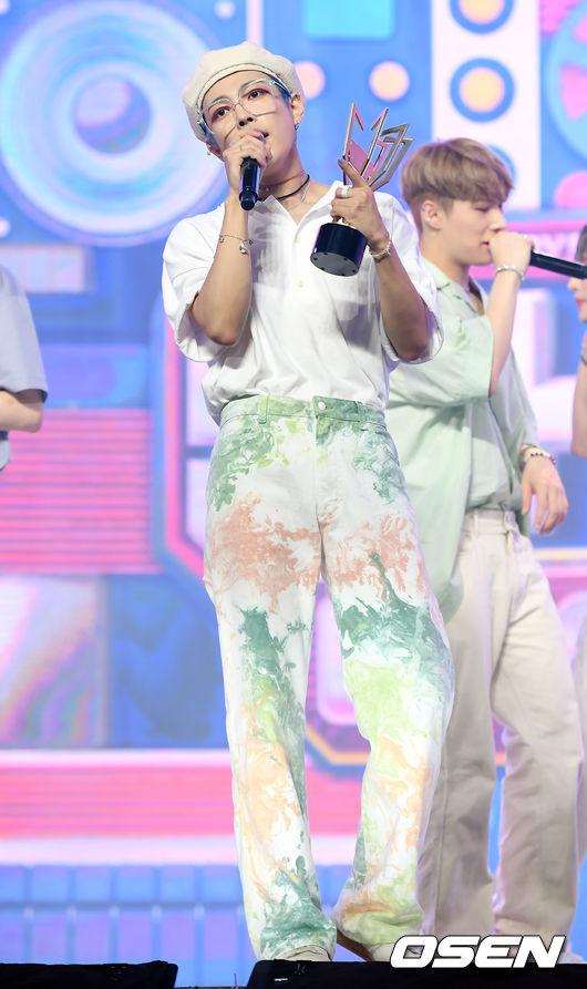 [사진]에이티즈 김홍중, 음악방송 1위의 매력 보이스
