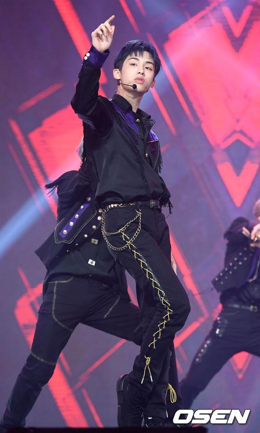 [사진]웨이비(WayV) 윈윈, 어마어마한 비율