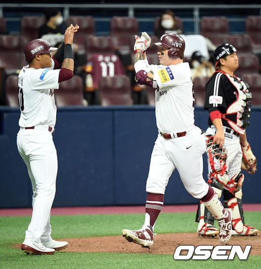 [사진]박병호,투런포 쾅! 러셀과 짝!