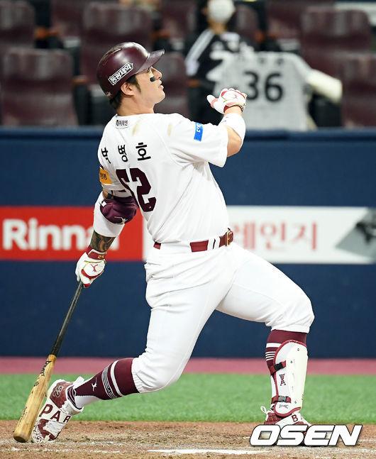 [사진]박병호,시즌 19호 홈런 넘어간다