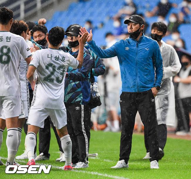 [사진]김남일 감독,나상호! 프리킥골 정말 멋졌어