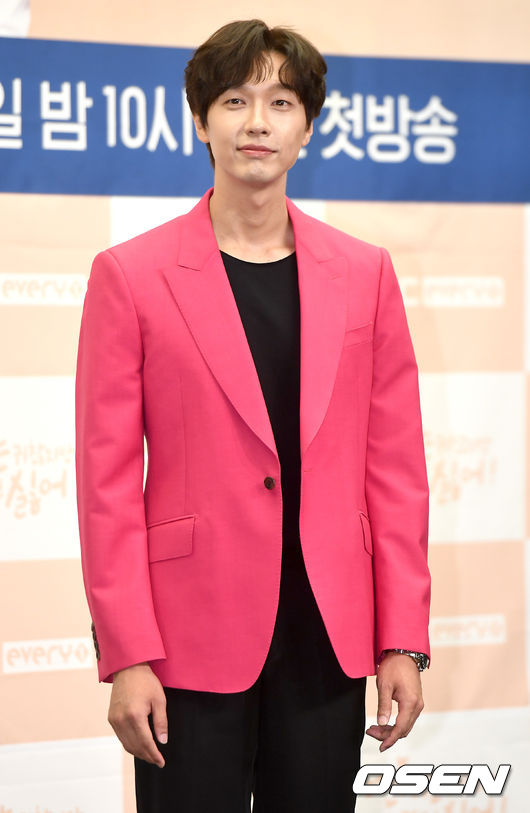 [OSEN=최규한 기자]배우 지현우가 참석해 포토타임을 하고 있다. / dreamer@osen.co.kr