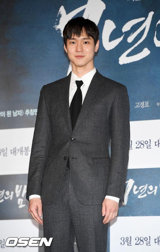 [OSEN=민경훈 기자] 21일 오후 서울 CGV용산아이파크몰에서 진행된 영화 '7년의 밤' 언론시사회에서 고경표가 포토타임을 갖고 있다./ rumi@osen.co.kr