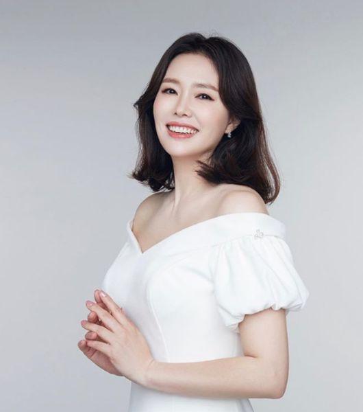 최수종♥ 하희라, 순백 드레스 입고 천사 같은 미소..미모 열일 중[★SHOT!]