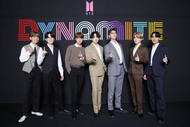 방탄소년단, 'Dynamite' 빌보드 '핫100' 2주 연속 2위..차트 롱런 본격 시동[공식]