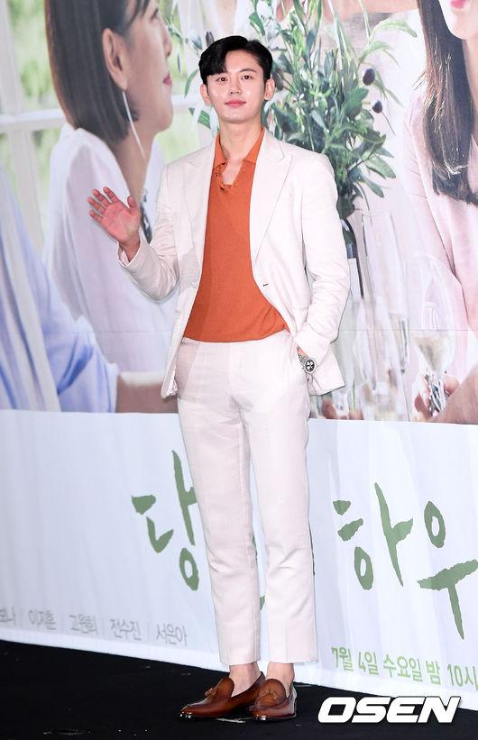 [OSEN=이대선 기자]배우 이지훈이 포토타임을 갖고 있다./sunday@osen.co.kr