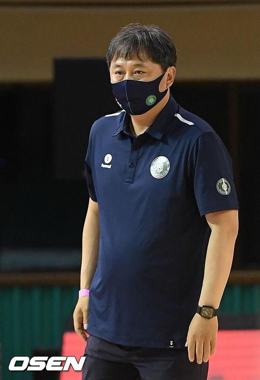 [사진]이상범 감독,결의에 찬 눈빛