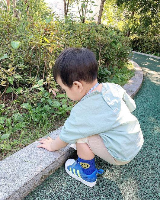 이필모♥서수연 아들 담호, 인생 2년 차의 세상 공부 쪼꼬미 앙증 뒤태 [Oh!마이 Baby]