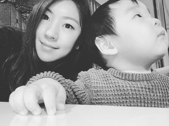 이필모♥ 서수연, 아들과 사진 한 번 찍기 힘드네…말로 하자 우리 [Oh!마이 Baby]