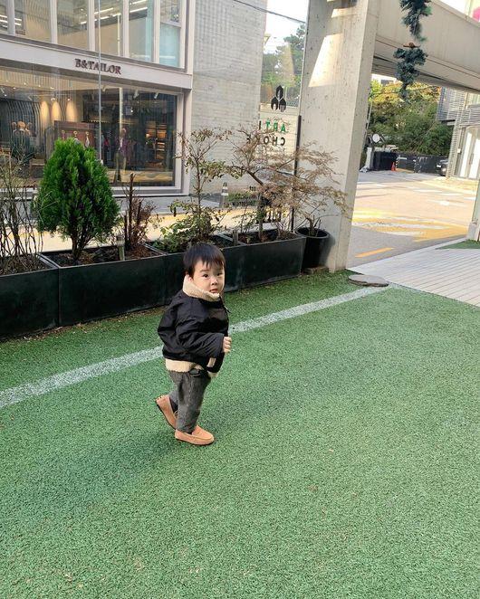 서수연 아들 담호, 아빠 이필모 닮은 가을 분위기 귀염뽀짝 걸음마 [Oh!마이 Baby]