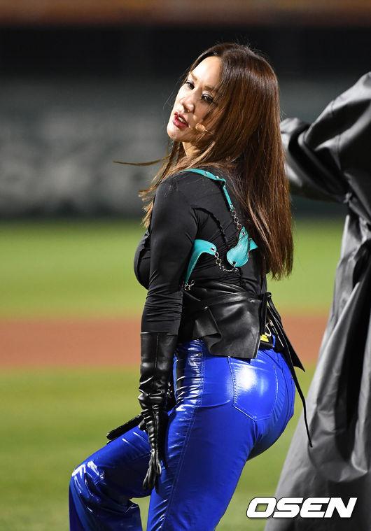 [사진]환불원정대 엄정화,섹시퀸의 무대