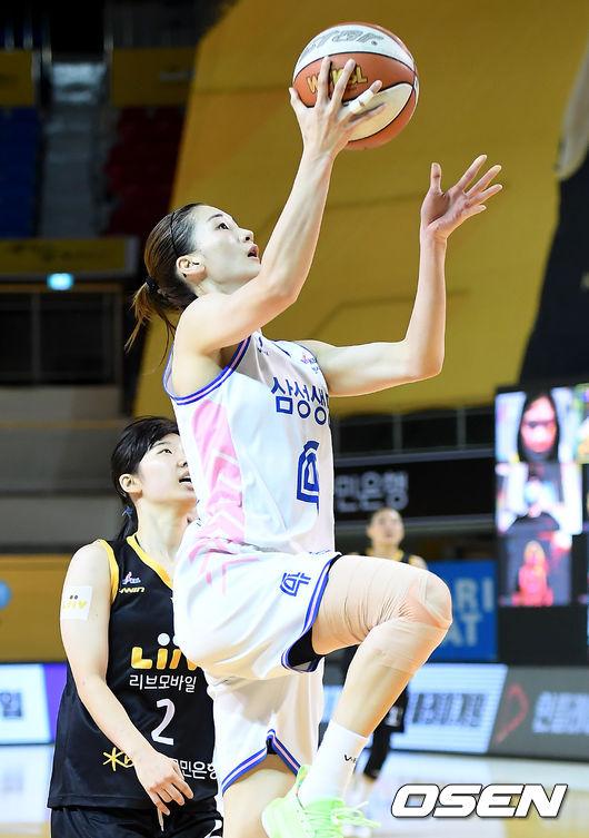 [사진]윤예빈,역습 성공