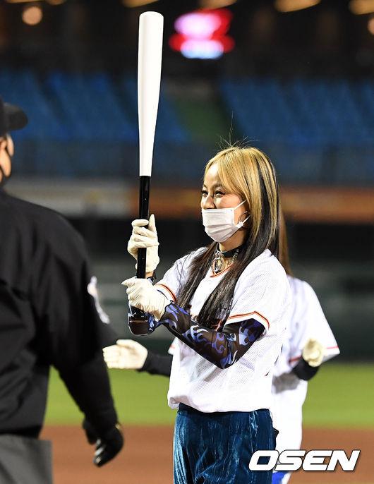 [사진]환불원정대 이효리,시타 마친 천옥의 미소