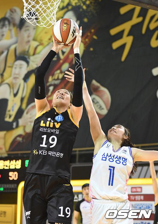 [사진]박지수,높이가 달라