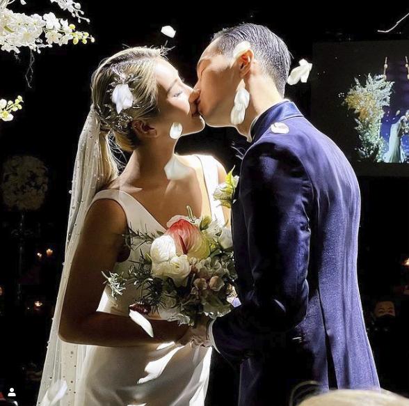 결혼식 쉽지않네..자이언트핑크, ♥연하남편과 웨딩 키스 공개 [★SHOT!]