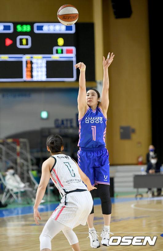 [사진]박하나,완벽하게 날리는 점프슛