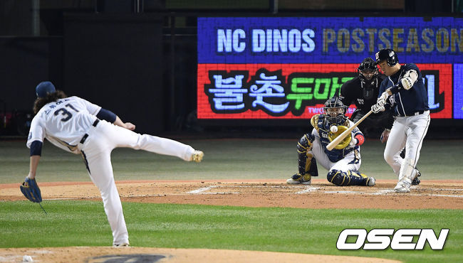 [OSEN=곽영래 기자] 2016 한국시리즈 4차전, 두산 양의지가 솔로 홈런을 때리고 있다. / youngrae@osen.co.kr