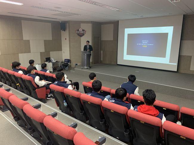 SK 와이번스가 28일 SK퓨처스파크에서 '2021년 신인선수 오리엔테이션'을 실시했다. ⓒ SK 와이번스