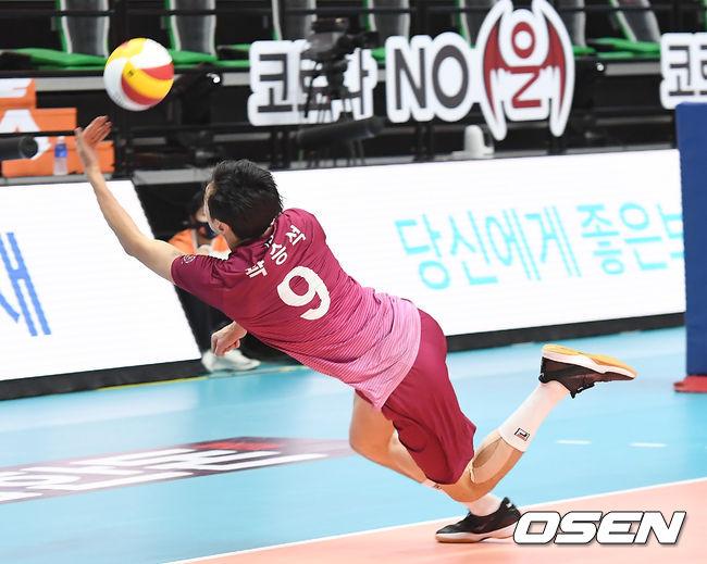 [사진]공 살려내는 곽승석