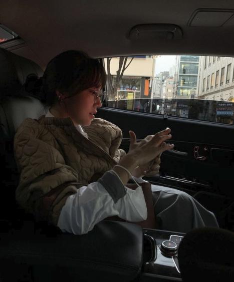 이범수 아내 이윤진, 고급진 차에 앉아 부잣집 사모님 포스 [★SHOT!]