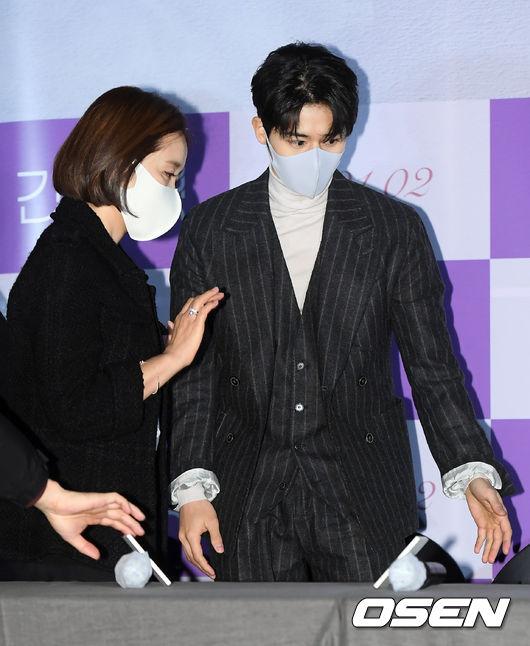 [사진]김동준,윤유선 선배님 먼저