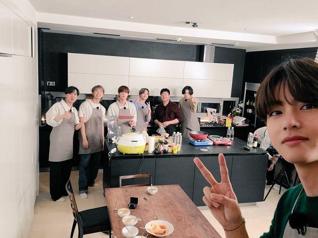 방탄소년단, 백종원과 신선한 찐 케미 완성..태형이가 찍어준 사진 [★SHOT!]