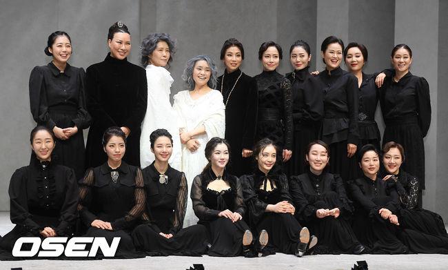[사진]뮤지컬 베르나르다 알바, 배우들의 포토타임