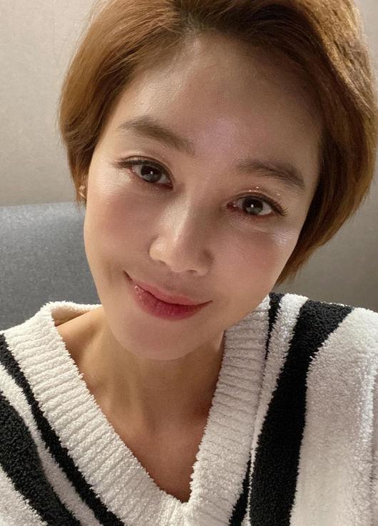 김성령, 공들인 헤어+메이크업=꿀피부 고급美 55세 완성!