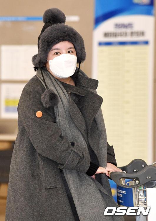 [OSEN=인천공항, 최규한 기자] 5년여간의 입국 금지 기간이 만료된 방송인 에이미가 20일 오후 인천공항을 통해 귀국했다. / dreamer@osen.co.kr
