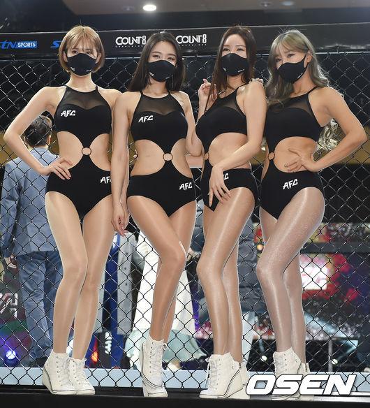 [사진]킴다경-유리안-서우희-한소울,케이지 앞 엔젤걸들의 포즈