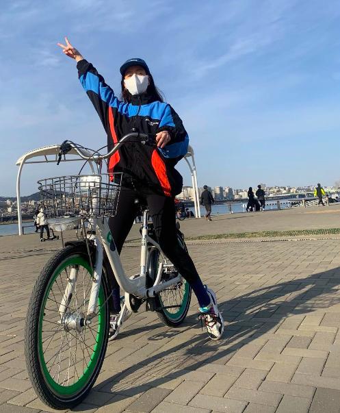 한지민, 날씨 좋아 한강서 자전거 타기 히히[★SHOT!]
