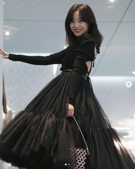가수 컴백 준비..김세정, 명품 드레스 뮤즈 됐다 [공식]