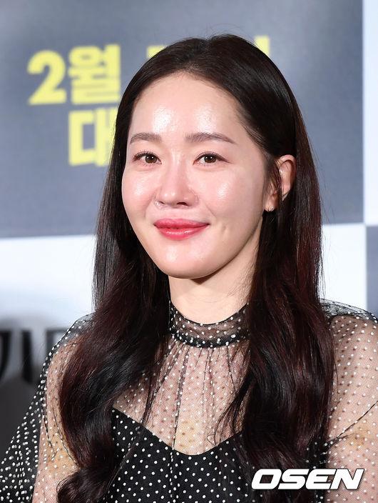 [OSEN=이대선 기자]배우 엄지원이 미소를 짓고 있다./sunday@osen.co.kr
