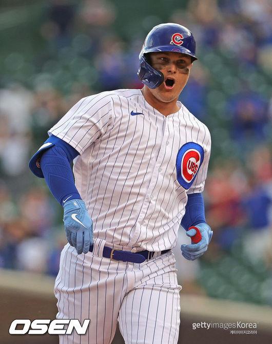 [사진] 시카고 컵스의 작 피더슨이 8일(한국시간) 밀워키와의 경기에서 시즌 마수걸이 홈런을 친 뒤 좋아하고 있다. ⓒGettyimages(무단전재 및 재배포 금지)