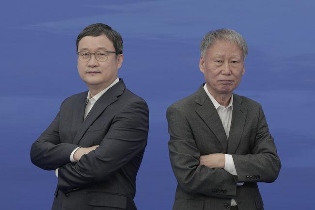 [사진]유창혁(왼쪽)과 서봉수 /한국기원 제공