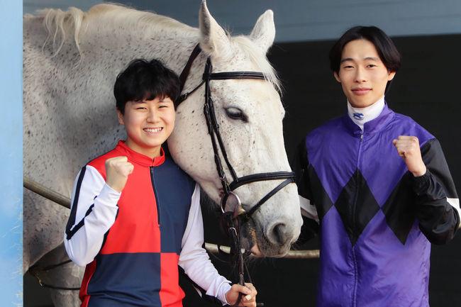 [사진]김아현(왼쪽)과 임다빈 /한국마사회 제공